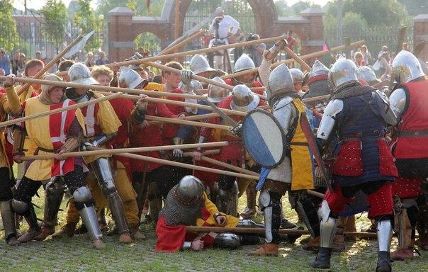 Историческая битва в Мирском Замке