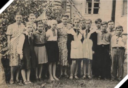 Дедушка, Мурин Николай Константинович (первый ряд, второй справа), Селец, 1957г.
