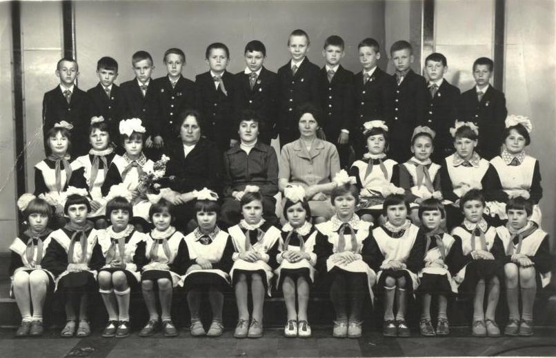 Отец, Букато Эдвард Альфредович (верхний ряд, третий слева), г. Лида, 1982 г.
