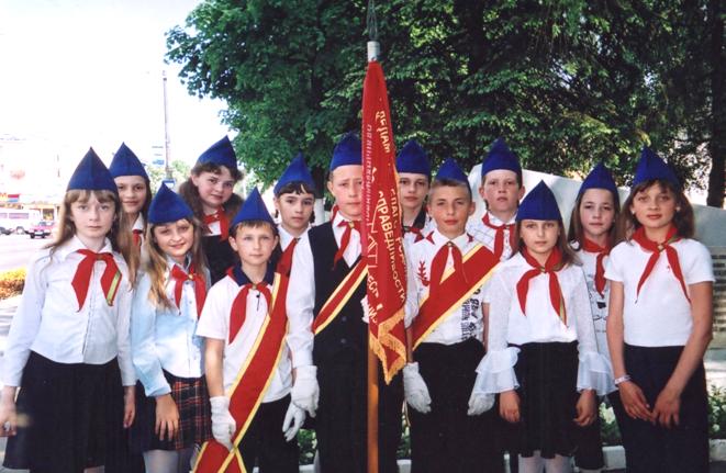 Пионерский отряд 5 «А» класса СШ№9 г.Лиды, 2006-2007 уч.год, Букато Надежда – I ряд, вторая справа,