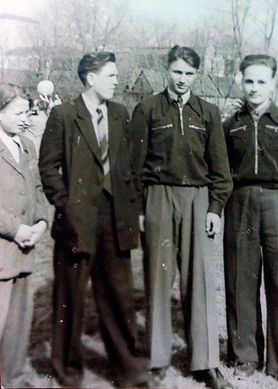 Первое фото в Университетском дворике БГУ (Лукашёнок, Корпачёв, Бартошевич)