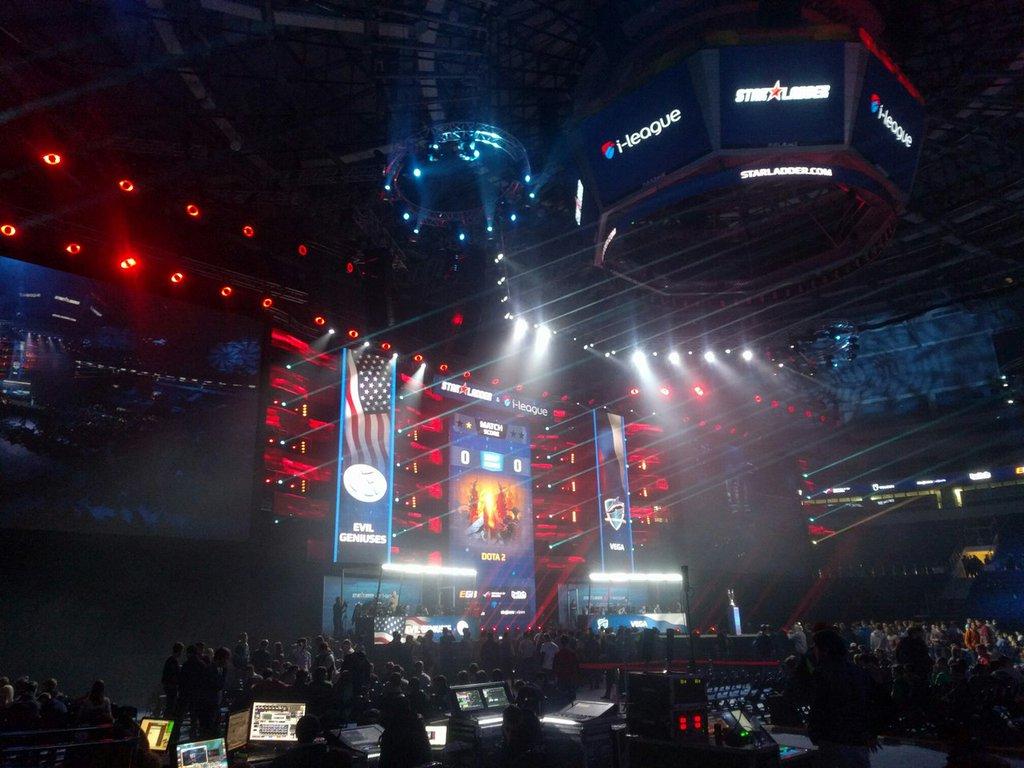 Холодный январь не помеха киберспорту: финал Starladder в Минске