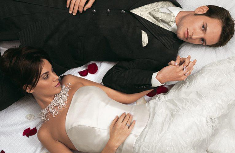Свадьбы: невеста на лошади и муж в женской одежде