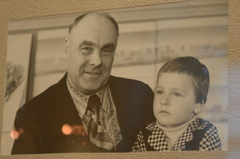 Владимир Пугач открыл фотовыставку в честь своего деда 14
