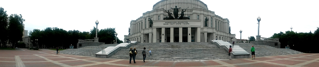 Театр Оперы и Балета ― точка сбора молодежи 13
