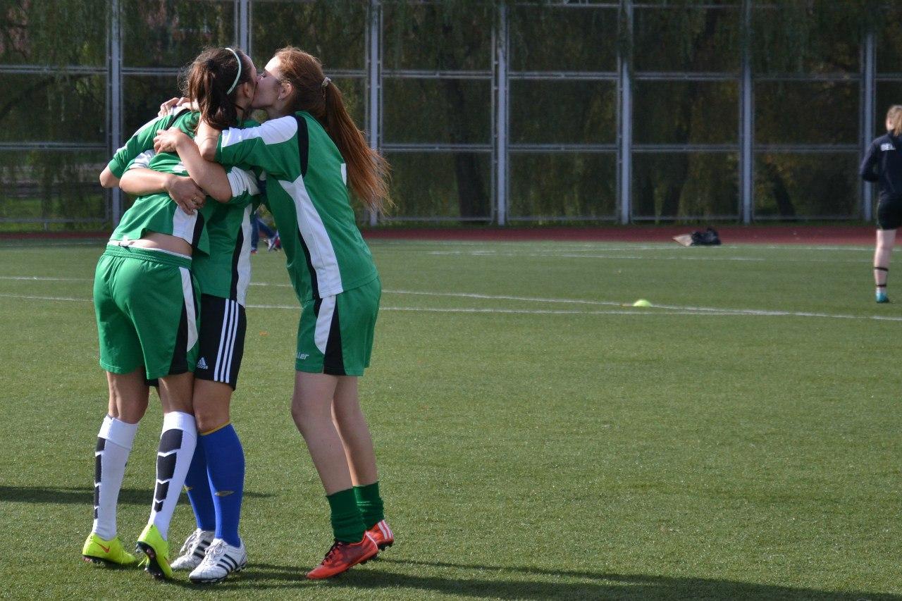 В футболе только девушки 13