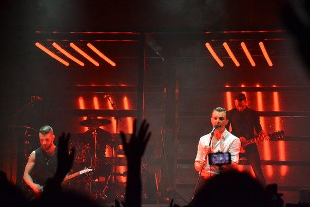 """Британцы на концерте британцев в Минске: """"Мы ездим на каждый концерт Hurts! Они восхитительные ребята!"""" 7"""