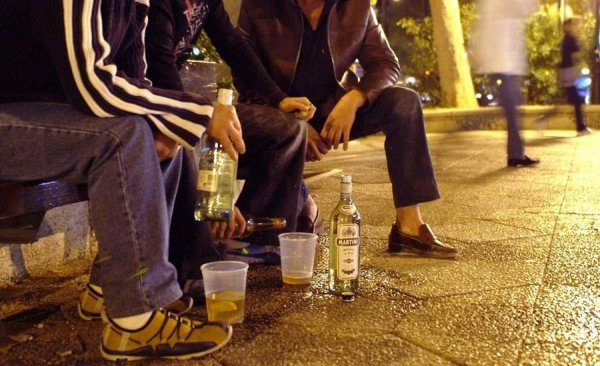 """""""Между первой и второй..."""": что думают белорусы о распитии алкоголя в общественных местах? (видео) 9"""