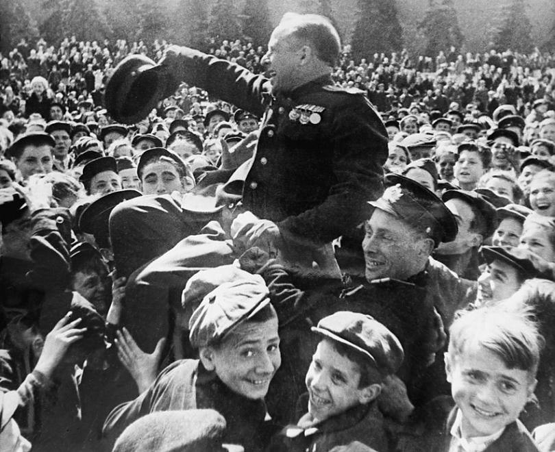 Почему День Победы не праздновали 17 лет? 9