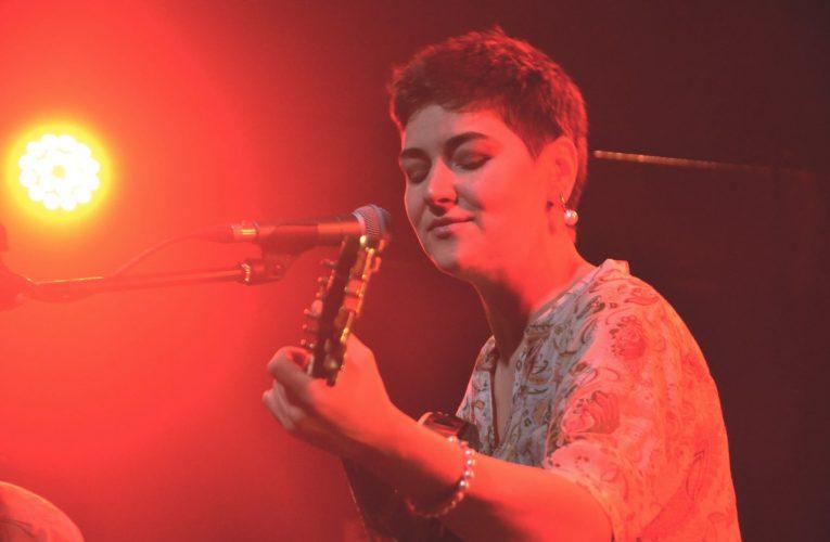 Татьяна Зыкина с акустическим концертом в «Брюгге»