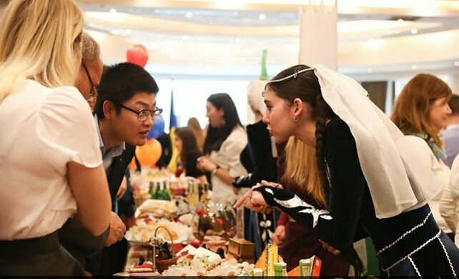 Рождественская благотворительная ярмарка 10
