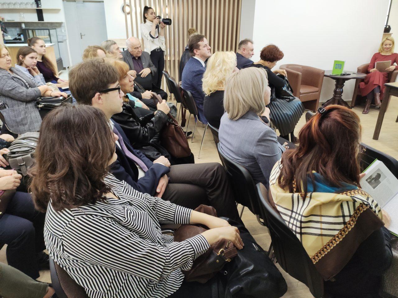 «После таких историй понимаешь: журналистике довольно сложно научить, ей можно только научиться». В Минске прошла презентация книги «Журналистика — это...» 21