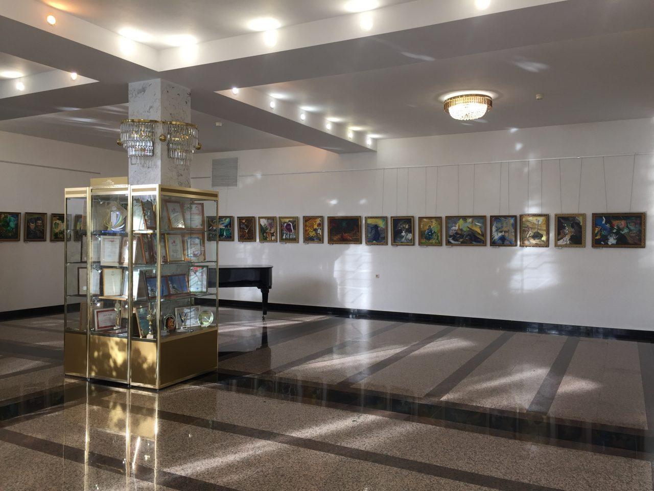 Почему стоит сходить на выставку Василия Бурова? 10