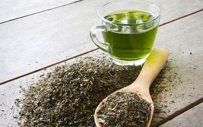 Маска для увядающей кожи с зелёным чаем и сметаной