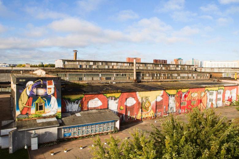 «Здорово, что можно смотреть не на бетонную стену, а на что-то яркое». Каково жить минчанам в квартирах с видом на граффити? 13