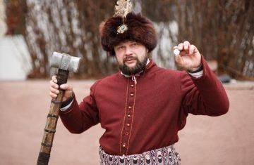 Интервью с кузнецом Алексеем Ноздриным, известным  в Пинске реконструктором средневекового оружия и одежды 20