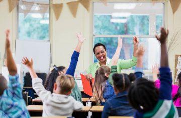 Cтоит ли получать педагогическое образование: узнаем у преподавателей 50