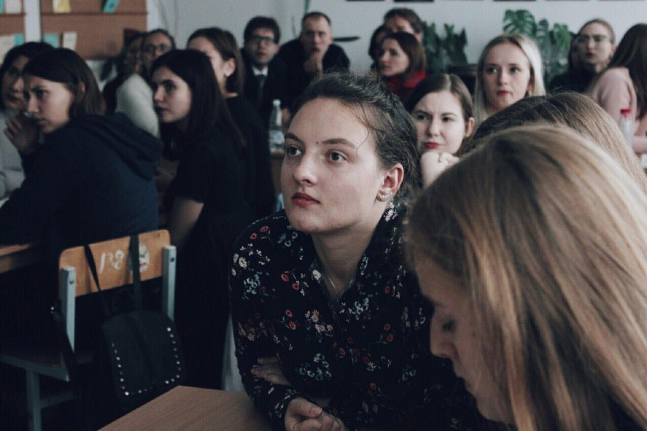 Хотела стать артисткой, но посчастливилось попасть на печатку. Интервью с Мариной Кишкурно: о КВН, кино и журналистике. 18