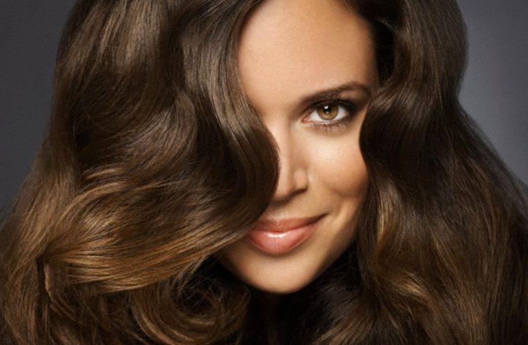 Красивые и блестящие волосы в твоих руках
