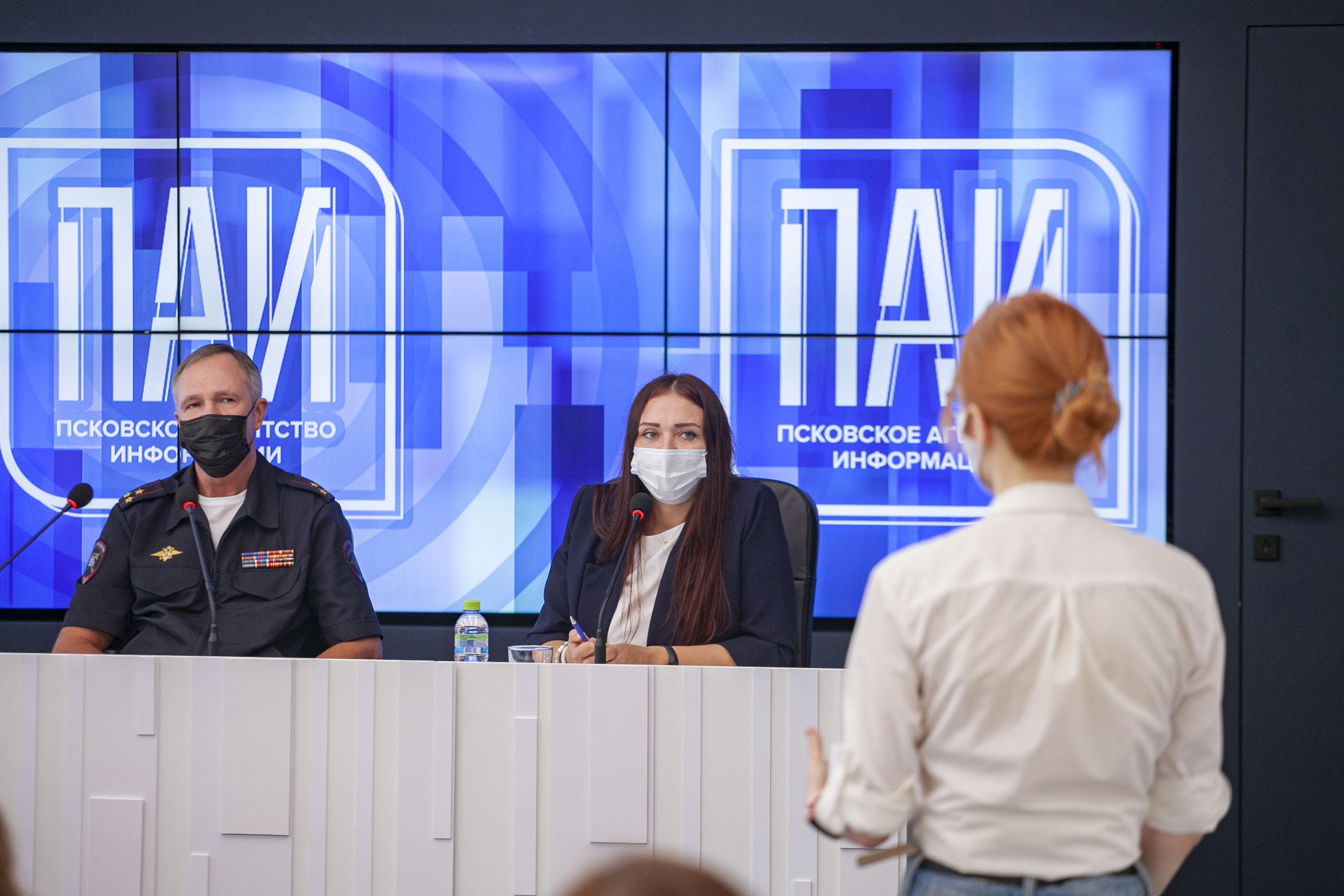 От теории к практике: студенты факультета журналистики посетили Псковское агентство информации 16